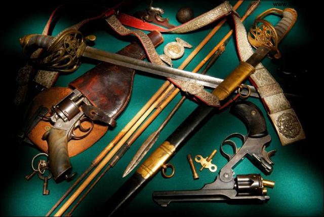 ...продажу оружия до революции каждый что хотел то и покупал. шпилечные...