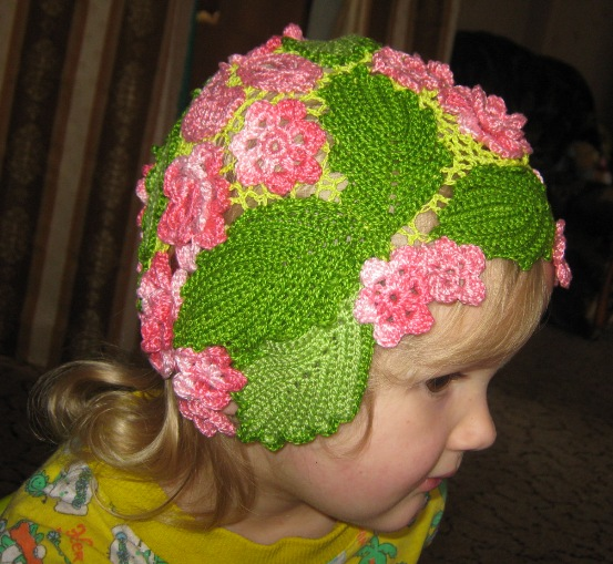 как украсить вязаную шапку.