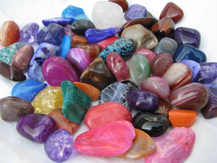 Драгоценные и полудрагоценные камни-талисманы и другие обереги на каждый день.