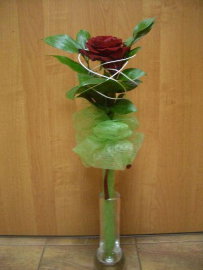 Как оформить одну розу своими руками фото