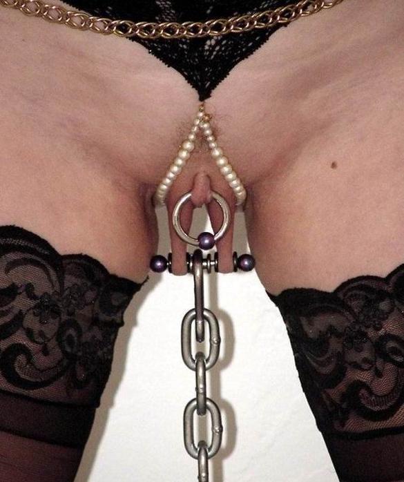 Интимный пирсинг рабыни