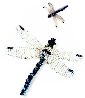 Стрекоза объемная из бисера. объемное плетение. блестящий бисер цвета антрацит d. Техника плетения. плоское плетение.