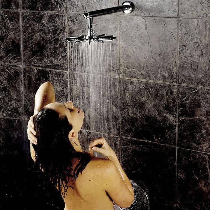 kartinki-devushek-v-dushe