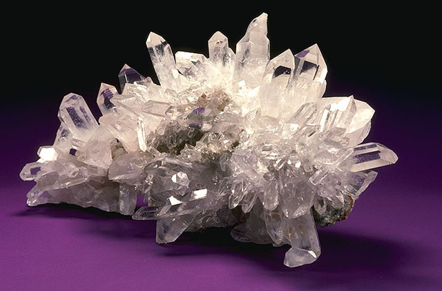 Mineral_Quartz_Crystal (640x422, 58Kb)