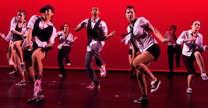 Танцуют все =)))
