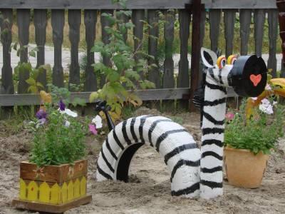 Зебра из покрышек.  Поделки для детской площадки Делается эта поделка таким же образом как и жираф, о котором...