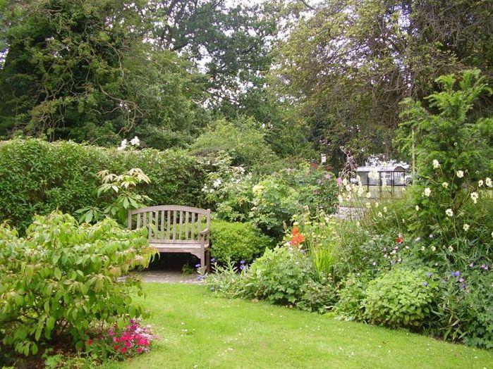 3555543_520-2422009123858Beautiful_gardens_2_June_2008 (700x524, 127Kb)