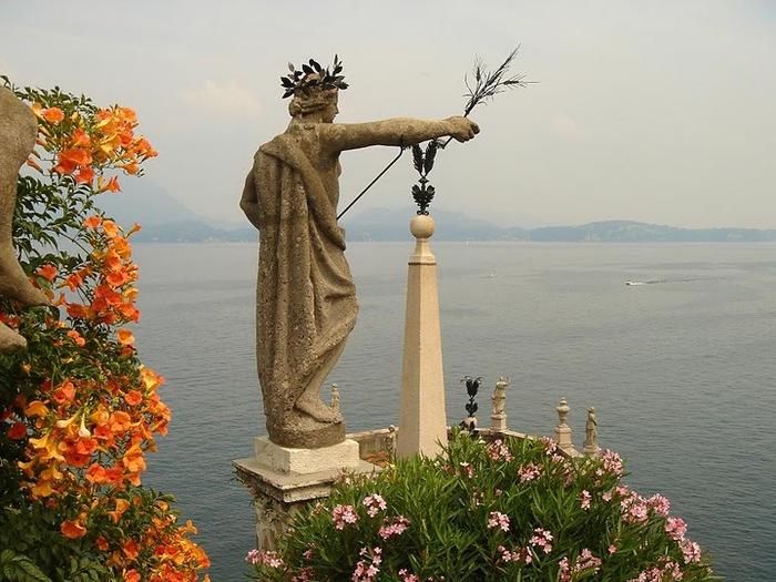 Дворец Борромео ( итал. Isola Bella - красивый остров ) 91633