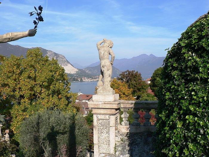 Дворец Борромео ( итал. Isola Bella - красивый остров ) 83723