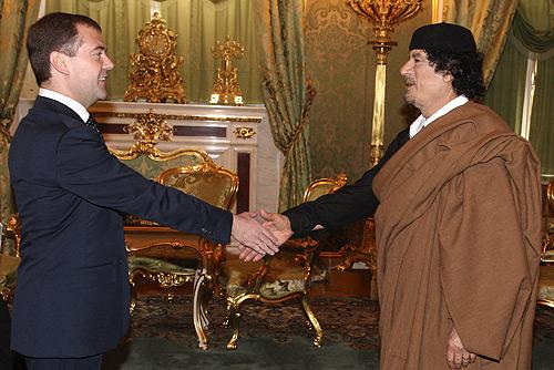 Каддафи и Медведев (500x334, 85Kb)