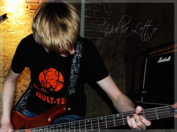 ЧекOut басист