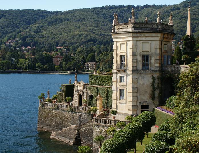 Дворец Борромео ( итал. Isola Bella - красивый остров ) 17933