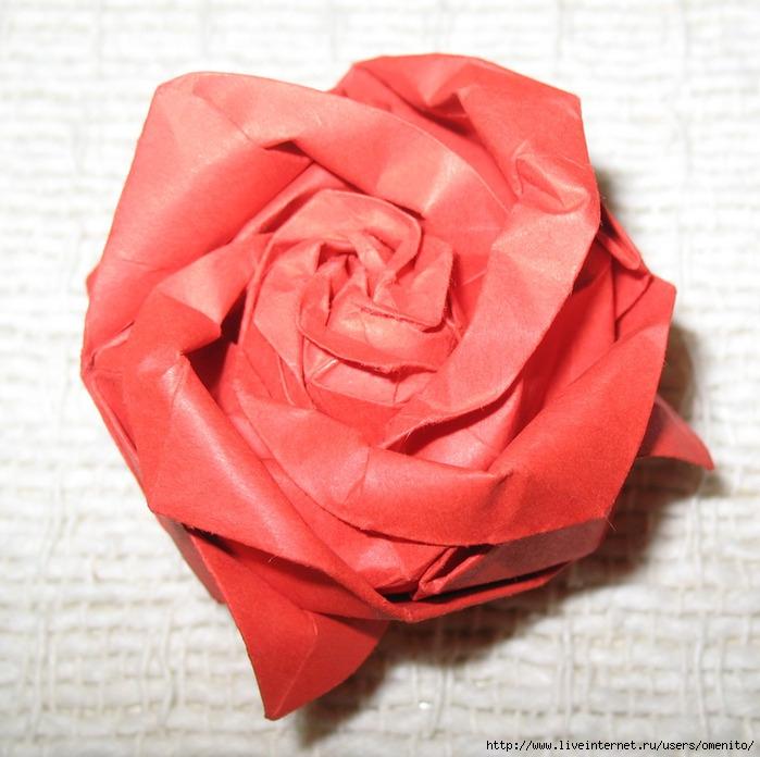 При работе над моделью розы,