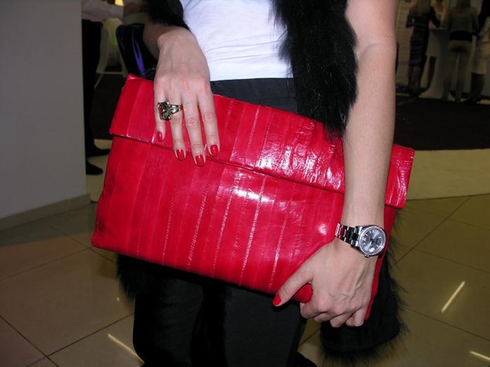 red clutch (700x525, 73Kb)