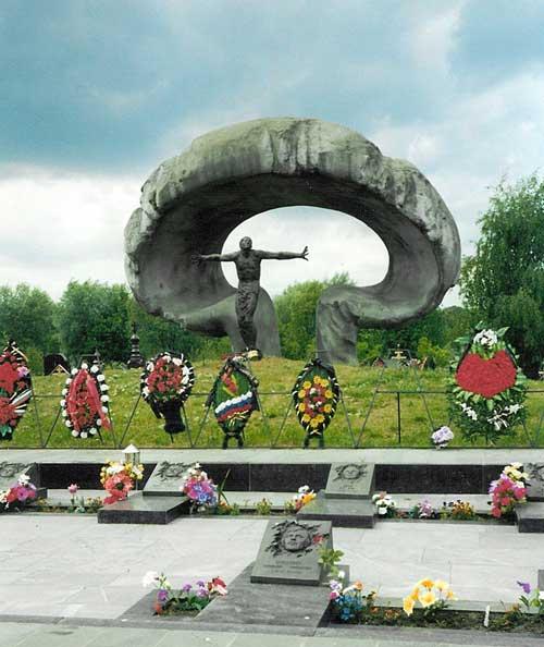 Chernobyl_heroes_memorial (500x594, 43Kb)