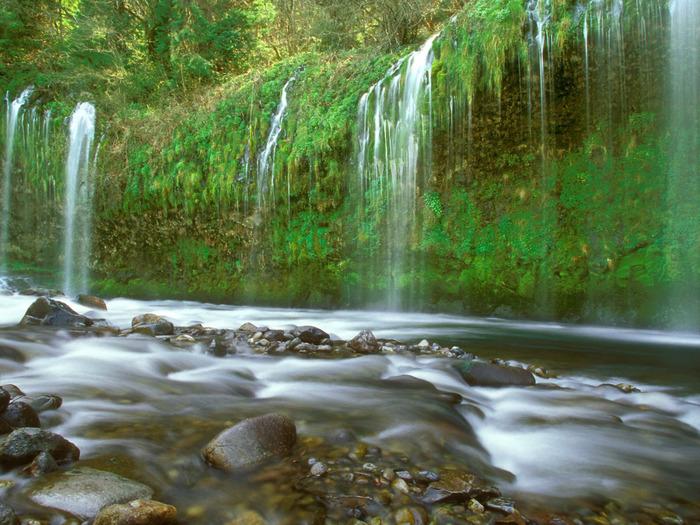 Mossbrae Falls, Dunsmuir, California - 1600x1200 (700x525, 180Kb)