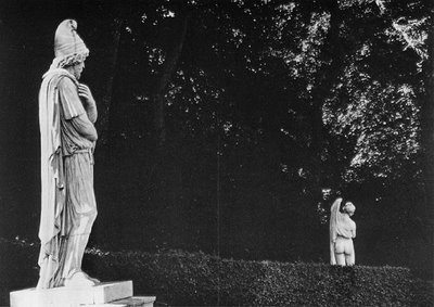 robert-doisneau-barbarian-prisoner-and-callipygian-venus-versailles-1966 (400x283, 28Kb)
