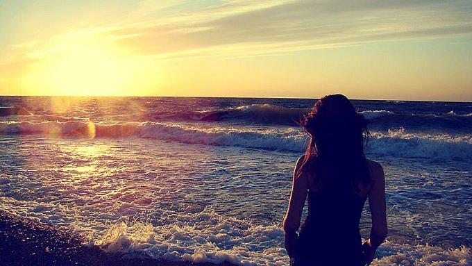 красивые картинки девушек на море со спины