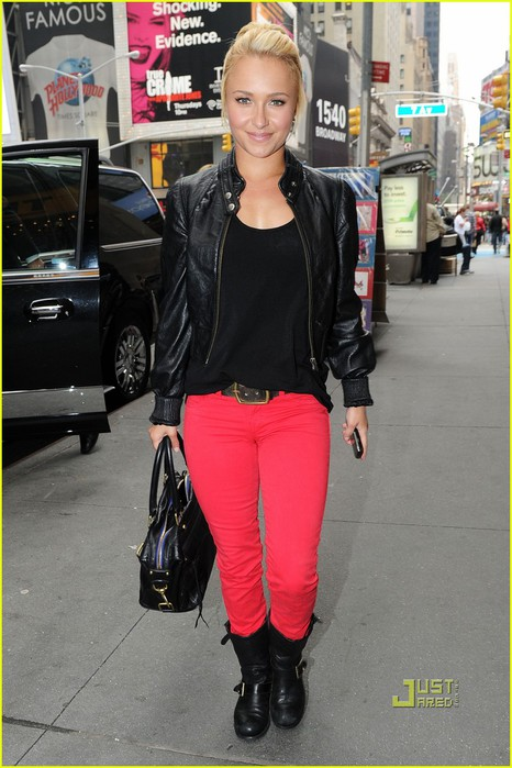 hayden-panettiere-bright-red-pants-times-square-06 (466x700, 93Kb)