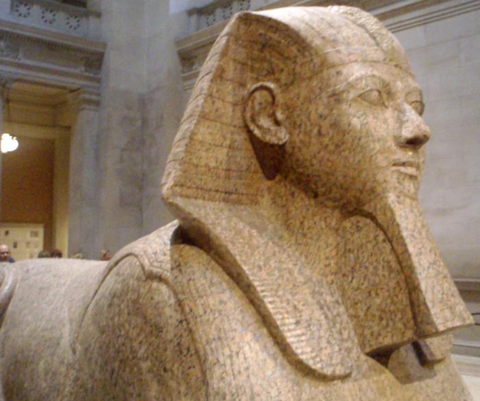 Гранитный сфинкс с лицом Хатшепсут. (700x584, 715Kb)