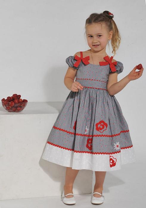 Платье маленькой для девочки
