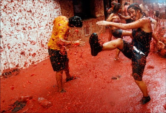 Фестиваль томатино томаты