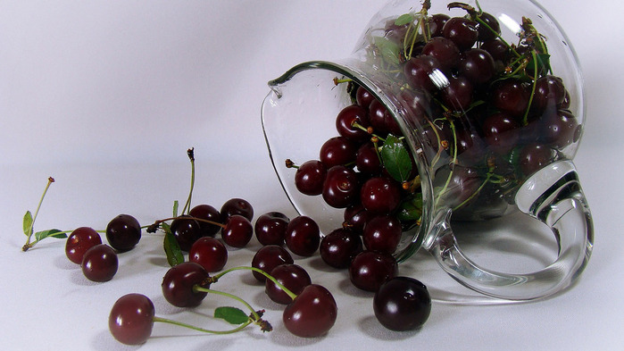 cherry-wallpaper-1366x768 (700x393, 95Kb)