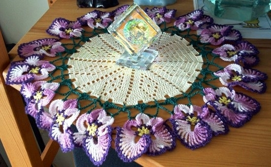 Такие салфетки - это мелкие клумбы с вечно расцветающими цветами.  И действительно, их можно &quote;раскрасить&quote...