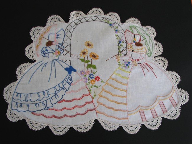 vintage-embroidered-crinoline-lady-doily-lot-x-4_390291740377 (650x489, 71Kb)