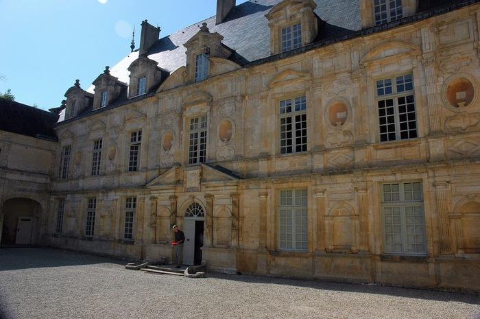 Замок Бюсси-Рабютен - Шато де Бюсси-ле-Гран 40500