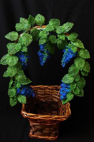 Как ухаживать за цветами и деревьями из бисера.  Цветы и деревья из бисера - прекрасное украшение дома...
