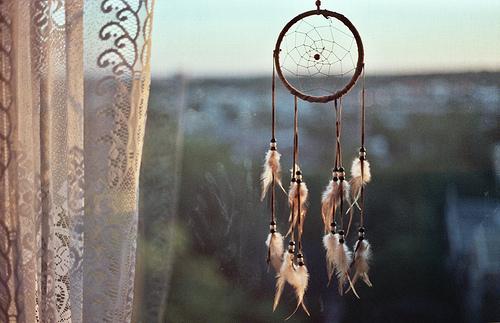 бисер, круто, ловец снов, перья, хиппи - картинка 53182 на Favim.ru.
