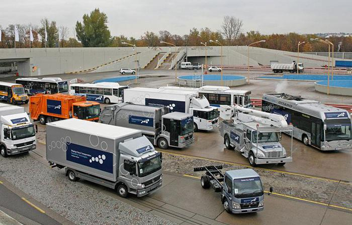 3813320_November_2007__Daimler_Trucks_and_Daimler_Buses_present_16_trucks_1_ (700x448, 68Kb)