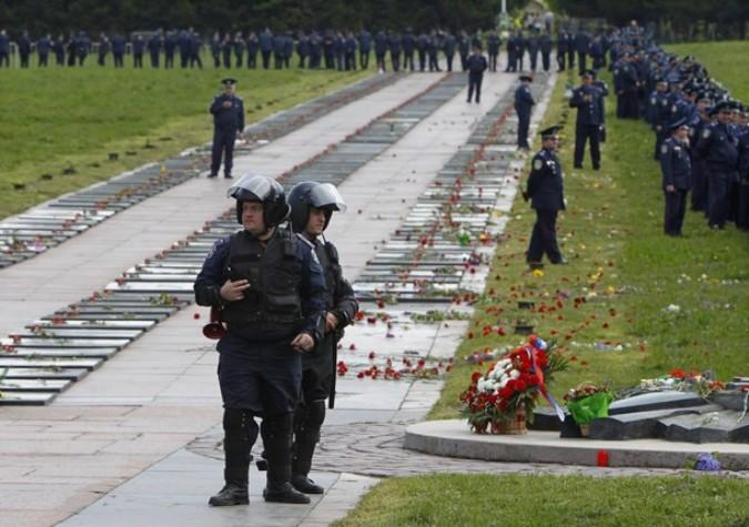 День Победы в Киеве, Украина, 9 мая 2011 года./2270477_49 (675x475, 100Kb)