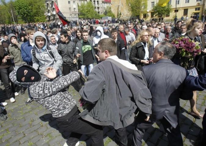День Победы во Львове, Украина, 9 мая 2011 года./2270477_51 (675x477, 125Kb)