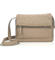 Еще смотреть модные сумки 2011 года.  Зимой будут модны большие сумки.