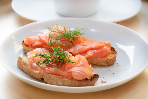 4278666_2889633763_c9087ebcf1_Smoked_salmon_sandwiches_M (500x335, 90Kb)