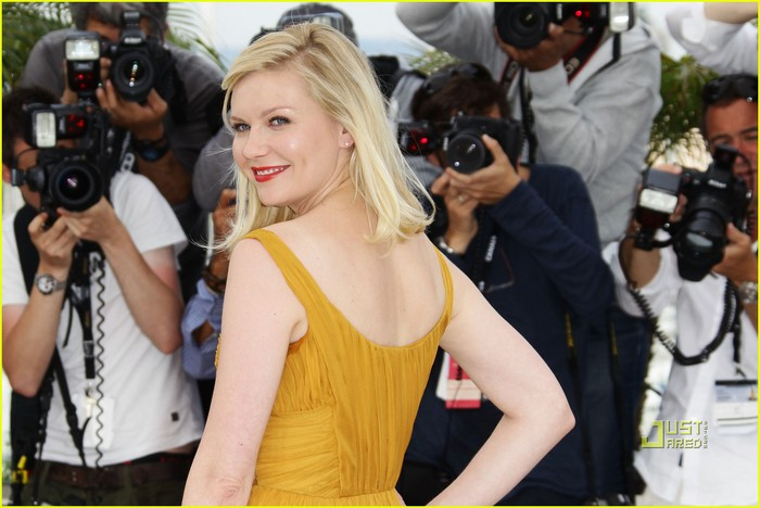 kirsten-dunst-melancholia-photo-call-cannes-03 (700x468, 80Kb)
