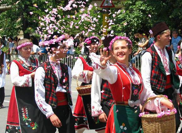 festival-roz-v-bolgarii2 (580x426, 129Kb)