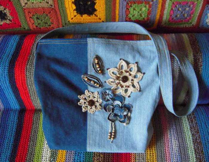 Похвастаюсь новой сумкой - давно хотела такую торбочку из джинсовой...