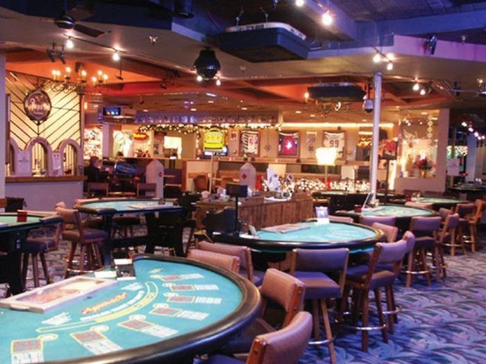 Красивый интерьер казино 9