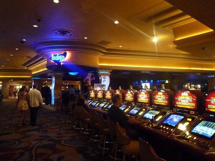 Красивый интерьер казино 10