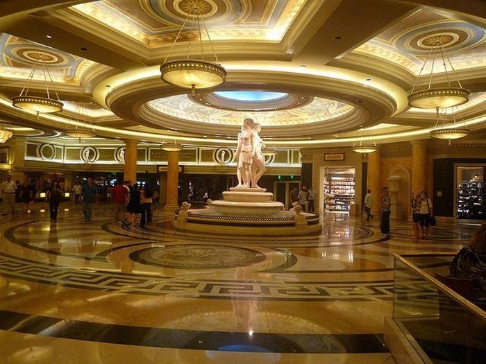 Красивый интерьер казино 12