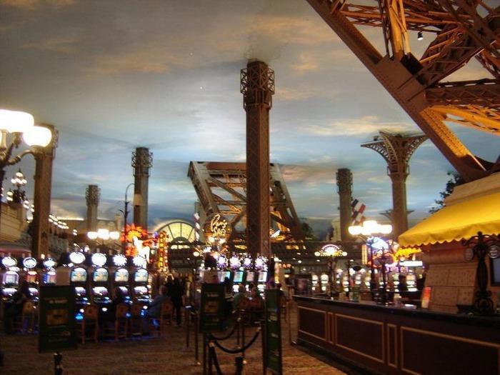 Красивый интерьер казино 22