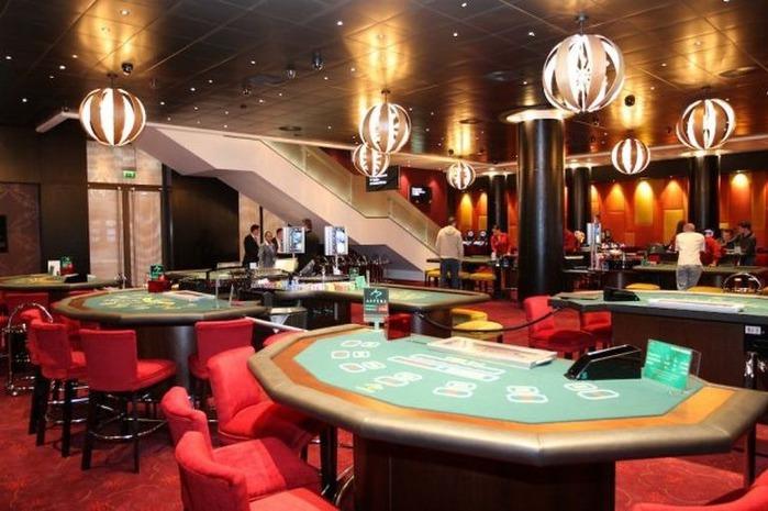Красивый интерьер казино 33