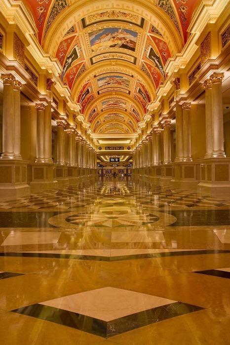 Красивый интерьер казино 35