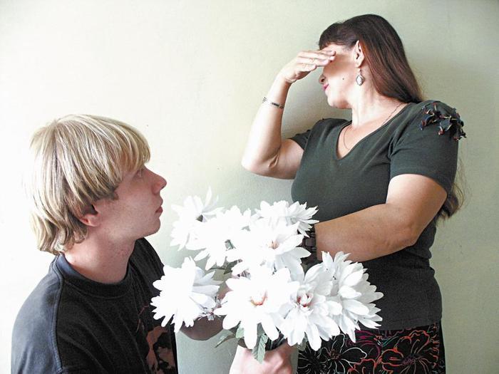 Эротика семейные пары постарше предпочитают молодых смотреть онлайн 3 фотография