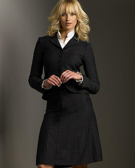 Городской стиль включает в себя всю деловую и строгую летнюю одежду, необходимую больше всего на работе.