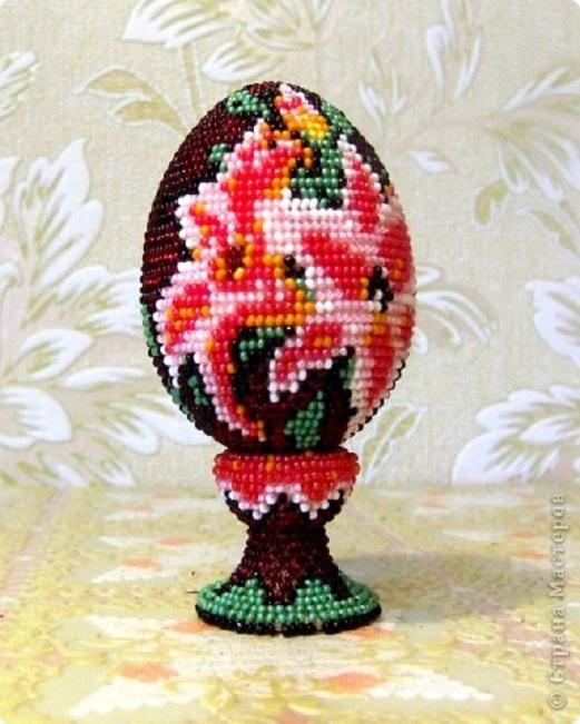 """Поделка, изделие Бисероплетение: сувенирное яйцо из бисера  """"лилии."""
