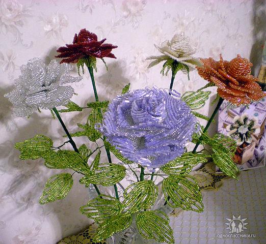 цветы из бисера-роза1 (522x480, 96Kb)